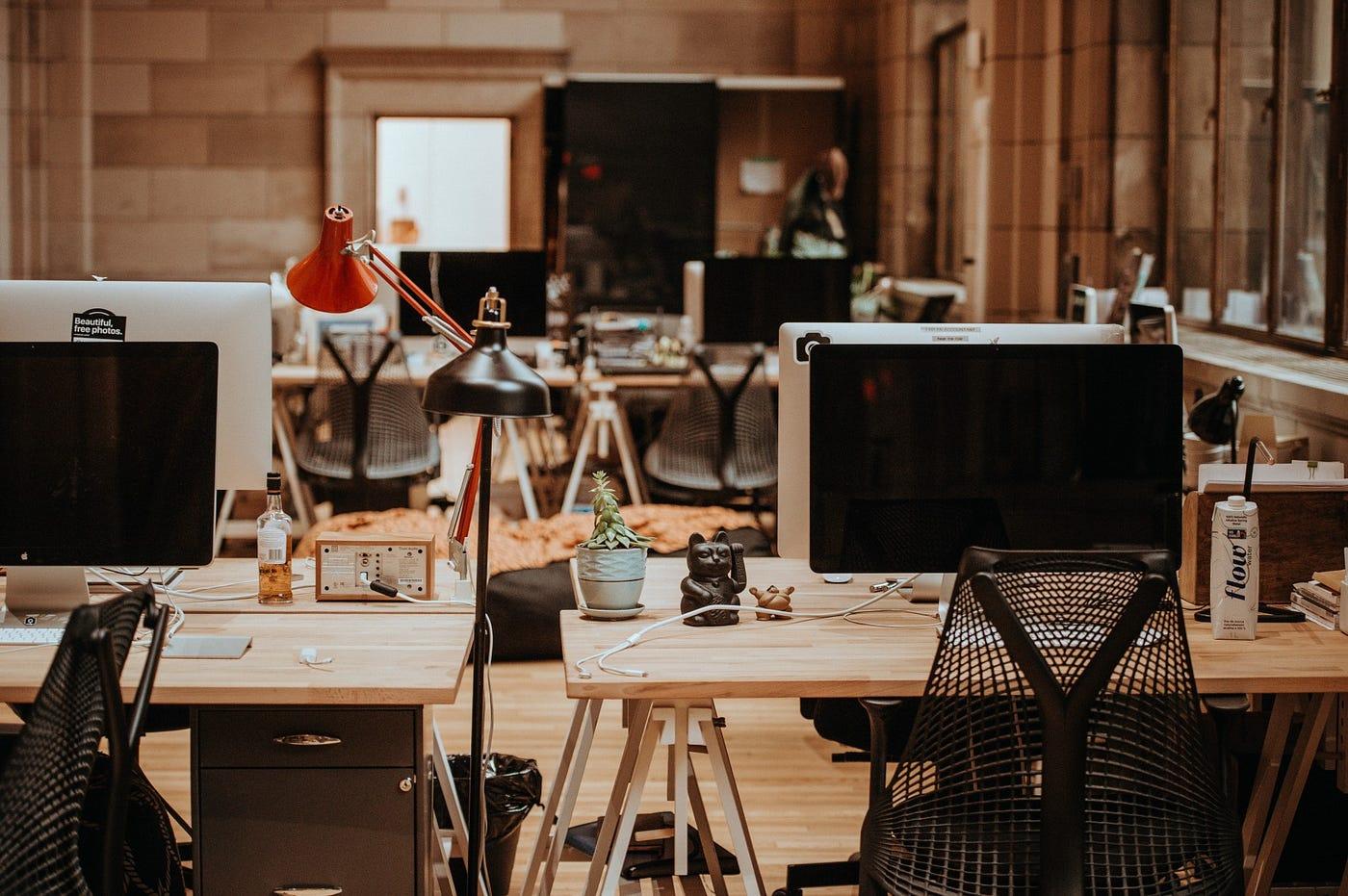 辦公室求生指南(6) — 製造屬於你的職場「快樂漢堡」 - 職場生涯的二三事 - Medium