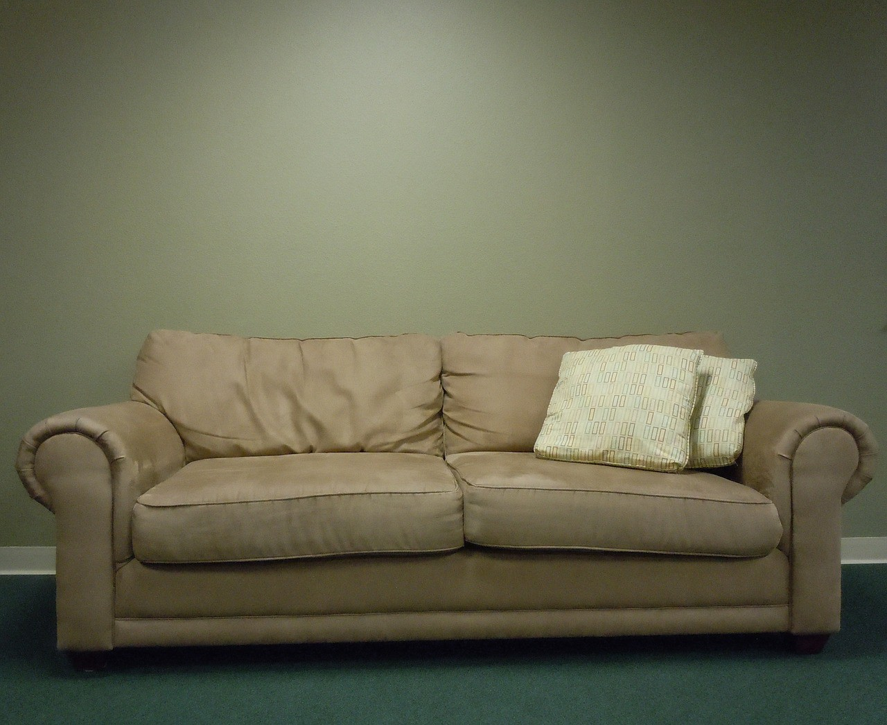 What S The Difference Between A Couch And Sofa Curb