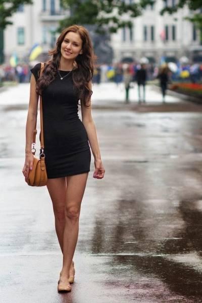 How To Meet That Gorgeous Woman Walking Down The Street… | by Modern Casanovas | Modern Casanovas | Medium