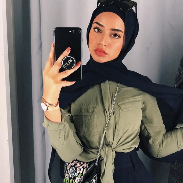 Sous le voile se cache une femme sensible, avec plein de valeurs, fragile mais forte,. 5 Outrageously Underrated Hijabi Models To Keep In Your Sights By Benaat Fashion Medium