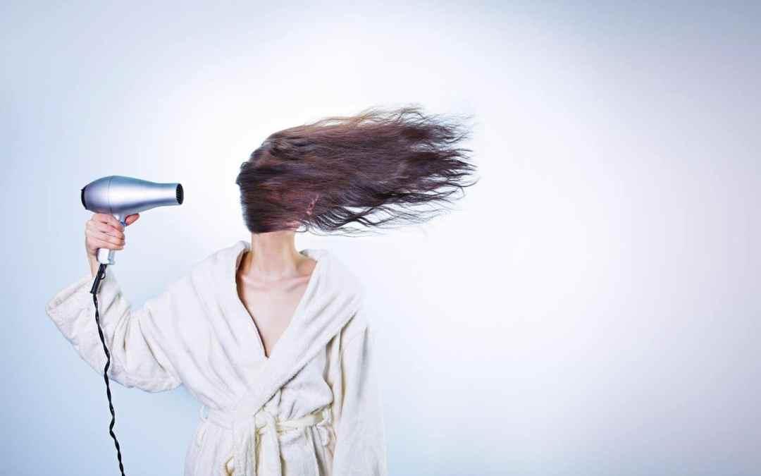 5 errores que quizá cometes al secar el pelo