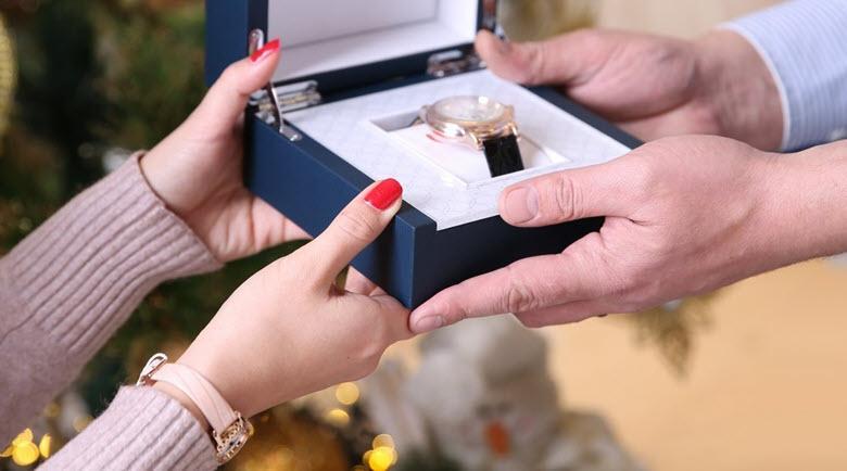 لماذا لا يمكنك إعطاء ساعة كهدية لأحبائك