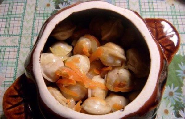 Пельмени, запеченные в горшочках - пошаговый рецепт с фото