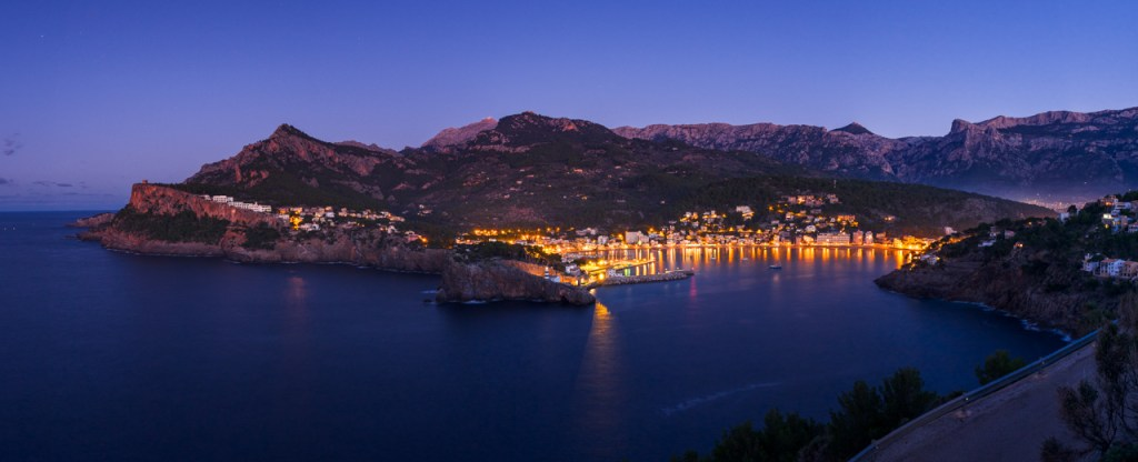 Ein Panorama von Port de Sóller auf Mallorca