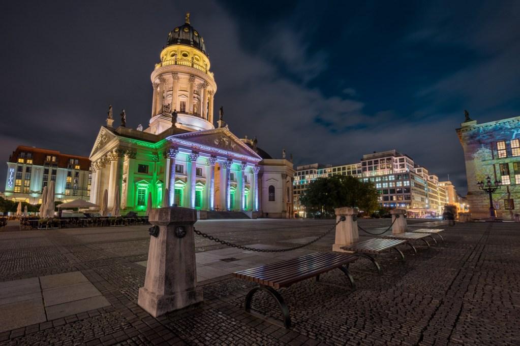 Der Gendarmenmarkt zum Festival of Lights in Berlin.
