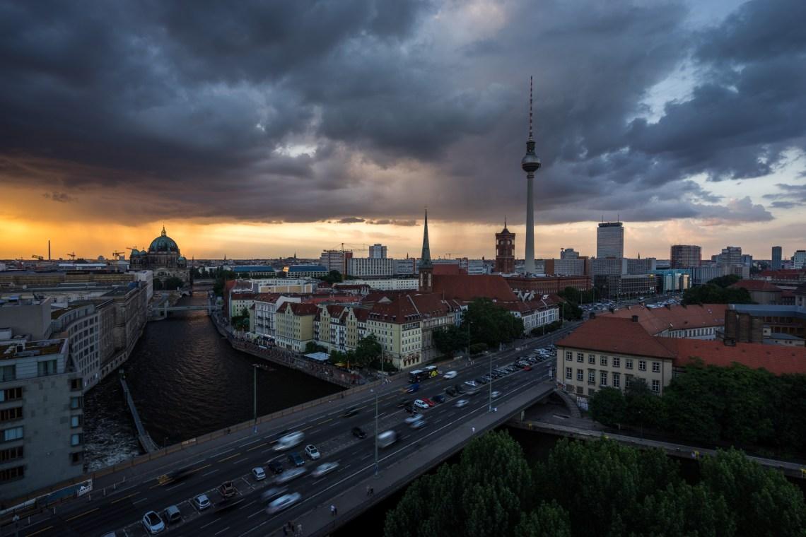 Gewitterwolken in Berlin von der Fischerinsel aus