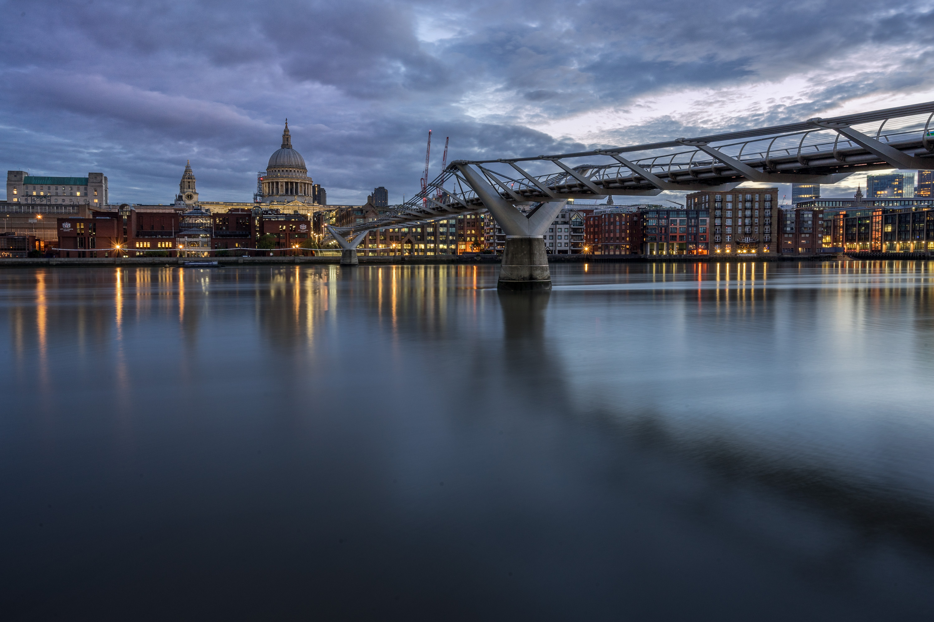 Millennium Bridge und St. Paul's in London