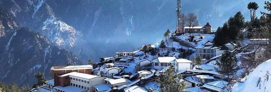 उत्तराखंड – औली में बर्फबारी की तस्वीरें सोशल मीडिया में वायरल हो रही हैंं, आप भी देखिए