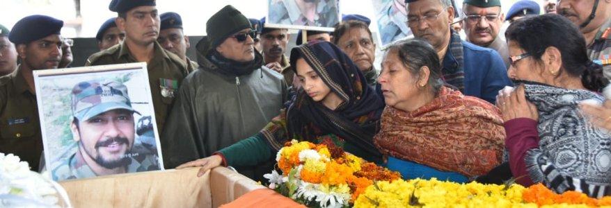 उत्तराखंड – आतंकी एक शहीद करेंगे तो हम सौ लड़ने भेजेंगे, शहीद की पत्नी ने कहा आई लव यू विभू