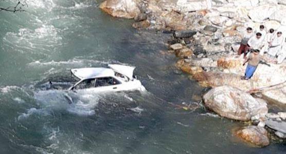 उत्तराखंड : चुनाव ड्यूटी में लगे पुलिसकर्मियों की कार नदी में गिरी, दो लोग लापता