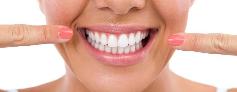 दांत दूध जैसे सफेद हो जाएंगे, बस करना होगा ये काम