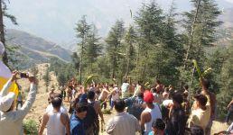 उत्तराखंड : यहां दशहरे में दो गांवों में होता है युद्ध, एक पुराने श्राप से मुक्ति के लिए करते हैं ऐसा