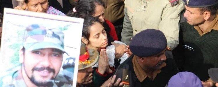 शहीद मेजर की बरसी पर पत्नी की विशेष श्रद्धांजलि, सुनकर जरूर घबरा जाएगा पाकिस्तान Uttarakhand News