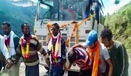 Uttarakhand गढ़वाल के इस गांव में पहली बार पहुंची बस, लोगों ने नाच-गाकर स्वागत किया