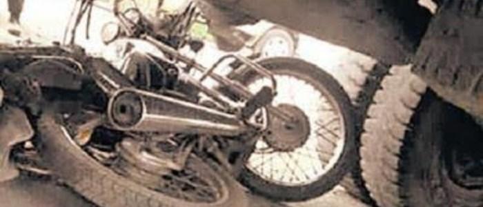 Uttarakhand भीषण सड़क दुर्घटना, दो युवकों की मौके पर ही मौत, ट्रक के नीचे आई बाइक