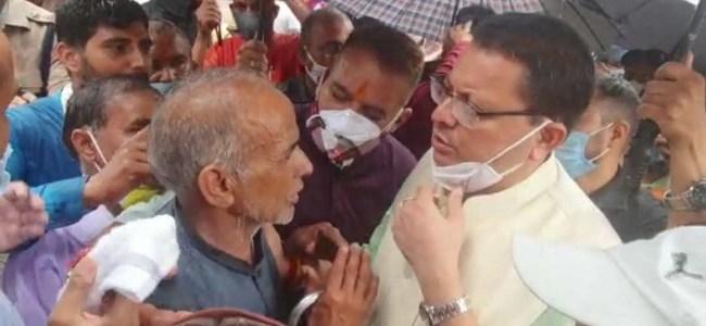 Uttarakhand मुख्यमंत्री धामी ने किया आपदा प्रभावित उत्तरकाशी का दौरा, पीड़ितों को हरसंभव मदद का आश्वासन दिया