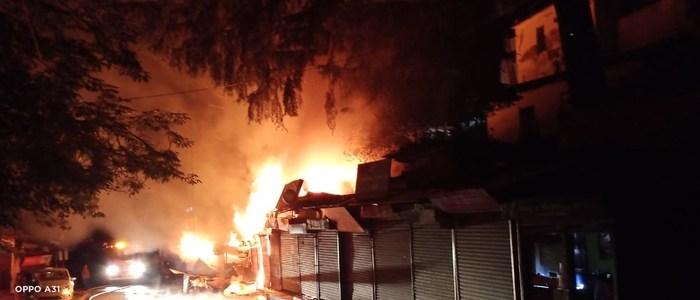 Uttarakhand रानीखेत में भीषण अग्निकांड, एक दर्जन से ज्यादा दुकानें खाक