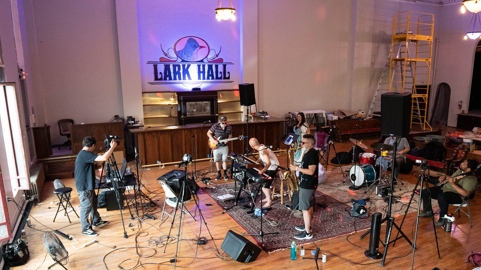 VIDEO: Hartley's Encore Performs at Lark Hall in Albany, NY | Window Sessions #2