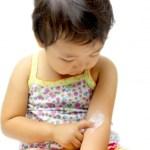 子供の乾燥肌対策正しいお風呂の入り方とかゆみに効く保湿剤の使い方