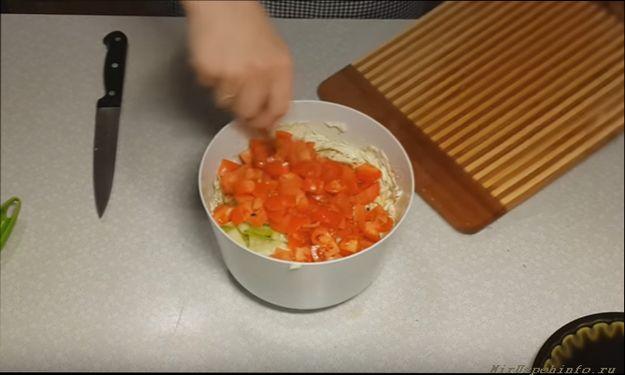 Нарезаем оставшиеся овощи