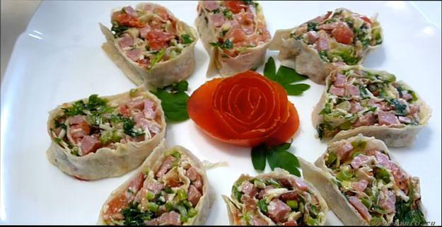 rulety-iz-lavasha-s-raznymi-nachinkami-prostye-recepty-s-foto