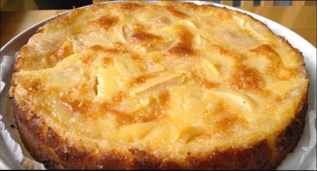 Яблочный пирог на кефире и на сметане в духовке