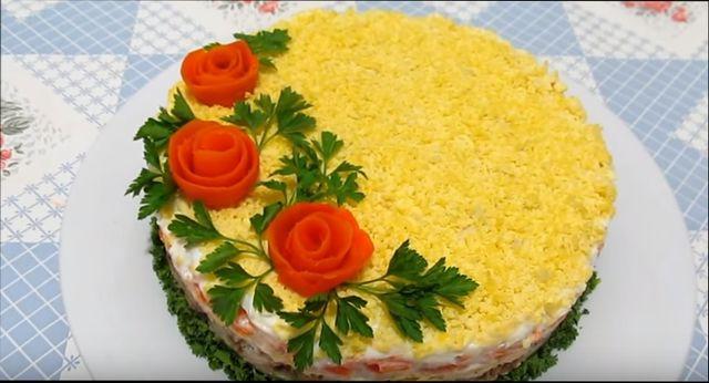 Классический рецепт салата Мимоза с консервами, картофелем и яйцом
