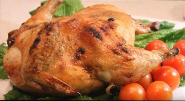 Курица в фольге целиком запеченная в духовке