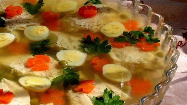Праздничное заливное из рыбы - рецепт карп с яйцом