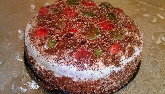 Бисквитный торт со сметанным кремом украшаем желейными кубиками