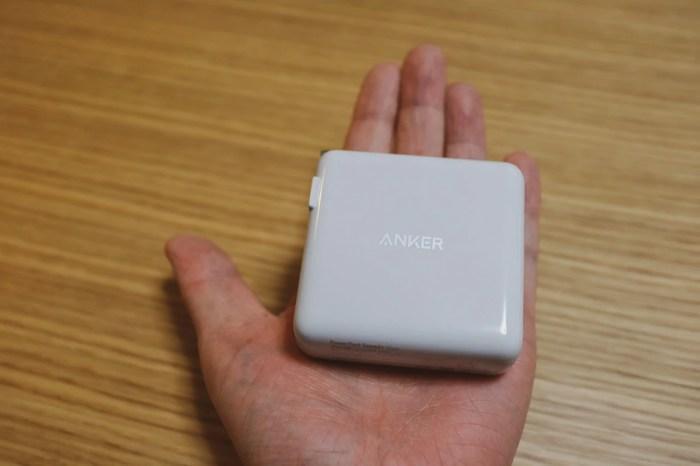 Anker PowerPort Speed+ Duoは手のひらサイズ