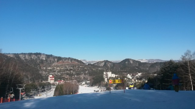 The view from the (beginners') slopes at Yongpyeong