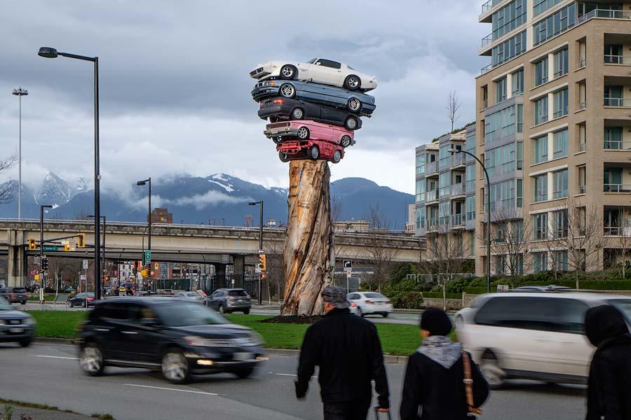 Automobile sculpture