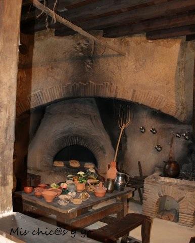 Interior de una cocina romana. Cantabria con niños
