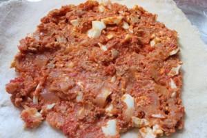 Empanada rellena de huevo y atún