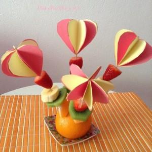 Pinchos de fruta  con corazones