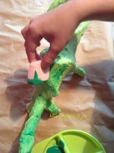 Manualidad de dinosaurio