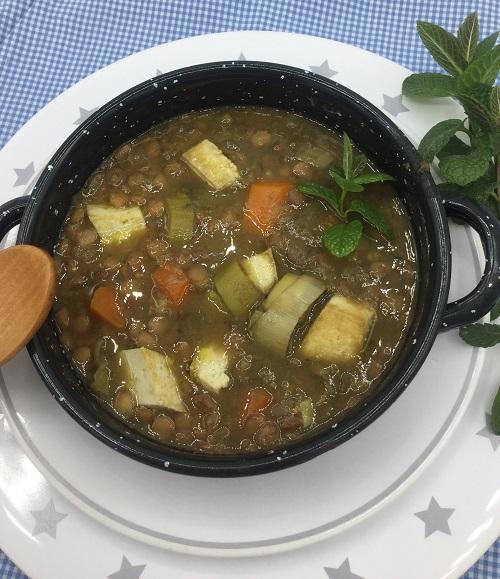lentejas veganas en olla Crock-Pot plato terminado