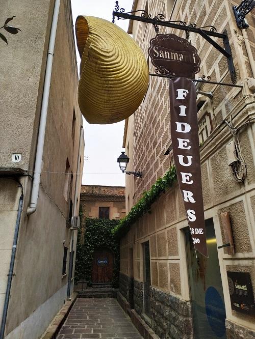 Fotografía del callejón donde están los fabricantes de sopa