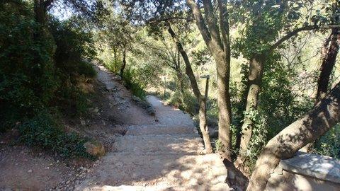 Tramo de escaleras que llevan a la carretera, Ruta del agua y la piedra