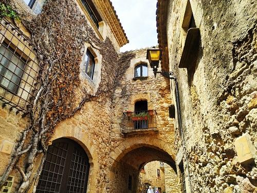 Edificios de piedra en Pals Girona