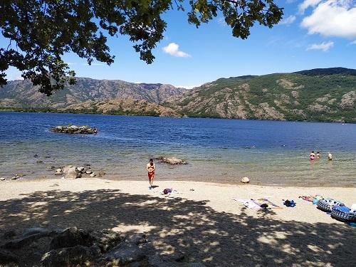 Playa fluvial, lago de Sanabria