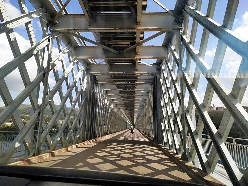 Interior del puente Internacional de Tui