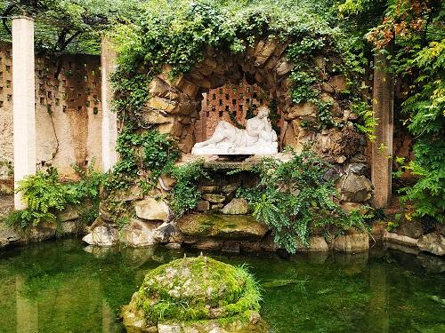 Lago en el parque de Horta