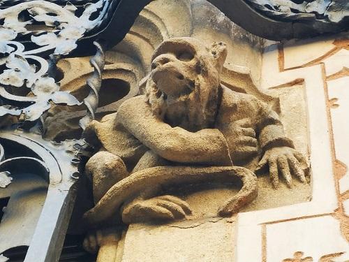 detalle fachada Casa Coll i Regàs