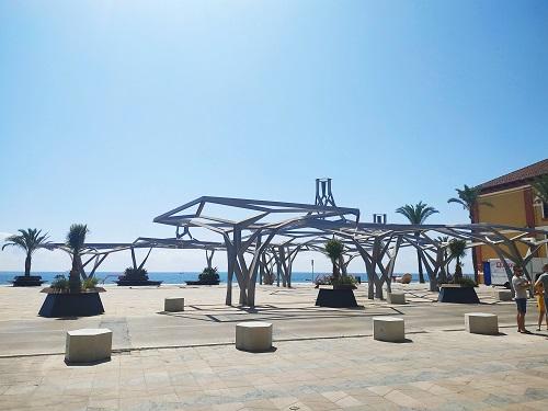 Plaza, paseo marítimo