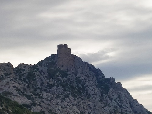 Vista general de la fortaleza de Peyrepertuse, Francia