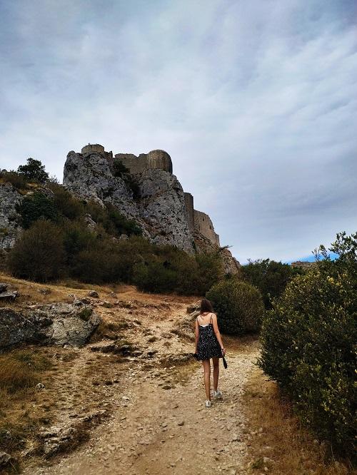 Camino hacia el castillo de Sant Jordi