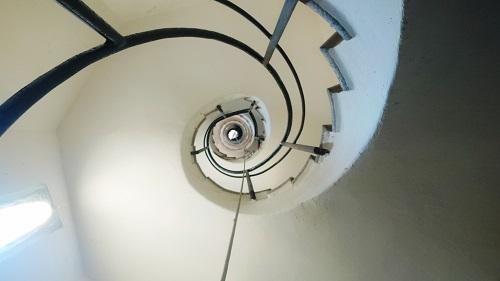 Escalera de caracol vista desde abajo