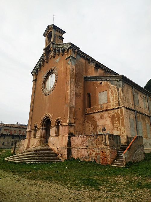 Exterior de la iglesia, colonia Sedó
